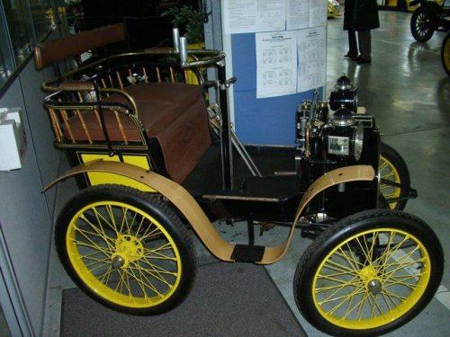первый автомобиль Рено