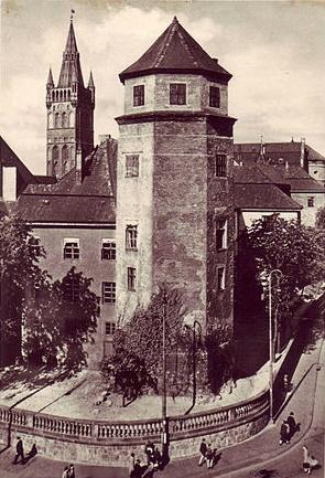 Haberturm (Овсяная башня): древняя восьмиугольная башня на северо-восточном углу замка (уничтожена последней в 60-х годах XX века)