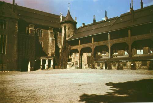 Внутренний двор замка - западное и северное крыло