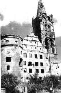 Королевский замок в 1945 году после бомбежек